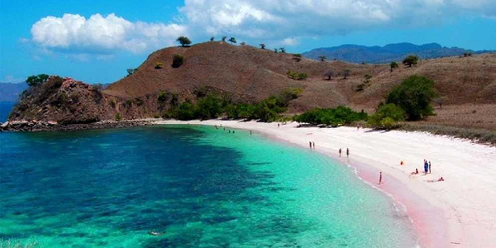 Berwisata di Pantai Pink Lambu