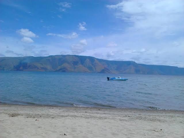 Berpetualangan di Pasir Putih Parbaba, Toba Samosir