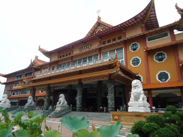 Maha Vihara Maitreya, Pilihan Wisata di Deli Serdang