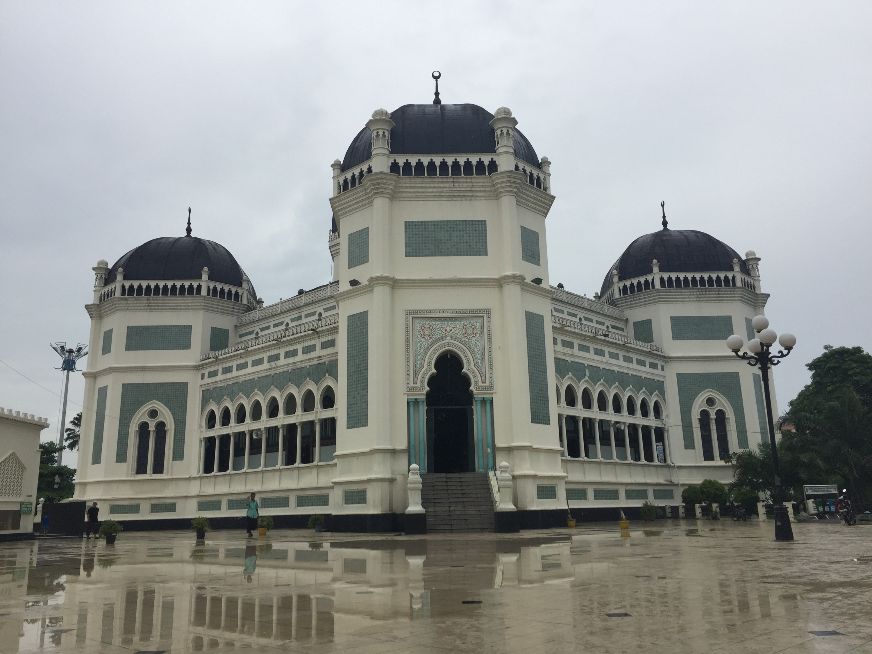 Menikmati Keindahan Masjid Raya Al-mashun
