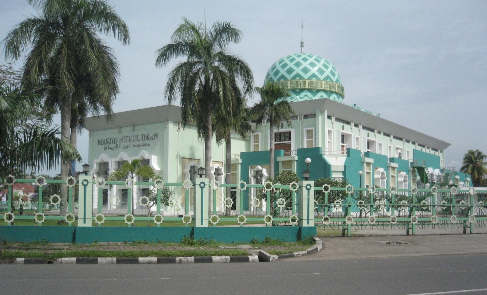 Menikmati Akhir Pekan di Nurul Iman Mosque, Blok M Square