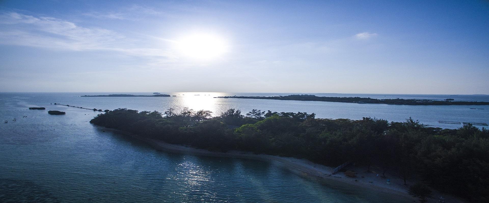 Pesona Virgin Sand Beach, Pari Island