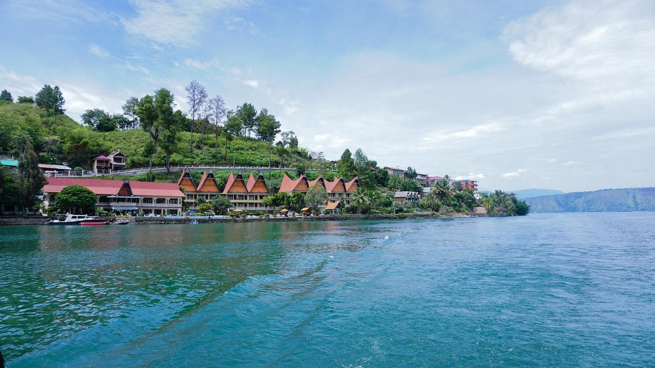 Pantai Free  Parapat Lake Toba